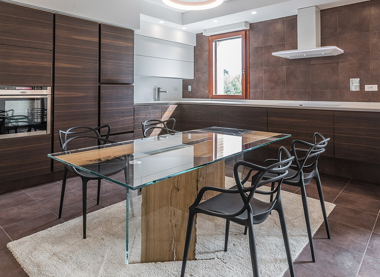 Tavolo CONTINUO by BRICALE™ - Vetro e legno di briccola veneziana